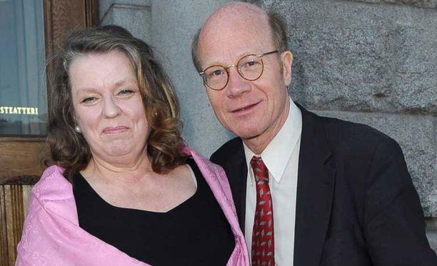 Kimmo Sasi pysyi pysyi läheisenä entisen vaimonsa Viveca Sasin kanssa myös eron jälkeen.