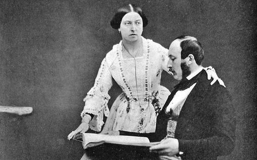 """Päiväkirjapaljastus tänään tv:ssä: Kiihkeä kuningatar Viktoria huomasi, kuinka Albertilla """"ei ollut mitään housujensa alla"""""""