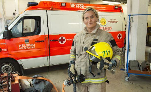 Naisia ei ole montaa pelastusalalla. Iltalehti haastatteli vuonna 2015 palomieheksi Helsingin pelastuskoulussa opiskelevaa Suvi Suojalehtoa.