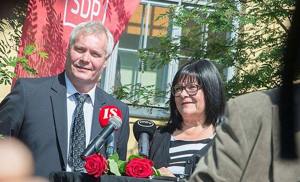 SDP:n puheenjohtaja Antti Rinne ja eduskuntaryhmän uusin jäsen Maria Tolppanen.