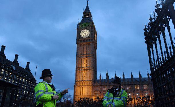 Britannian parlamentti on ylivoimaisesti hyväksynyt maan EU-eron etenemisen.