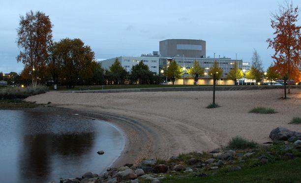 Kiikelin uimaranta Oulussa toimi lemmenleikkien näyttämönä.
