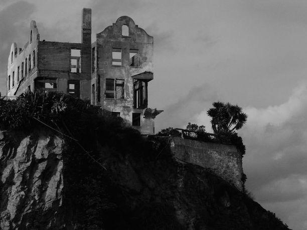 Alcatrazin vankilasaari Yhdysvalloissa suljettiin vuonna 1963. Nykyisin vankilasaari on suosittu nähtävyys. Vankilasta on onnistunut karkaamaan vain kolme ihmistä - eikä heitä koskaan löydetty.