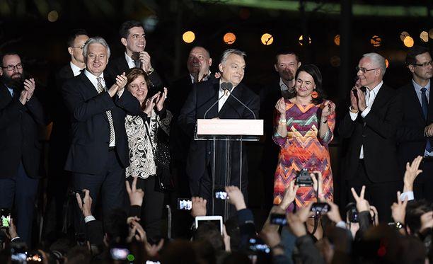 Unkarin pääministeri Viktor Orban julisti Fidesz-puolueensa maan parlamenttivaalien voittajaksi myöhään sunnuntai-iltana paikallista aikaa.