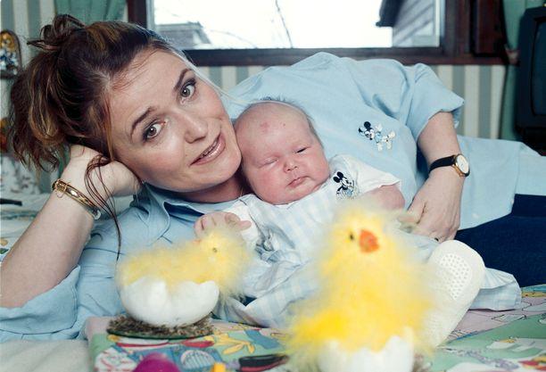 Meijun harras toive äitiydestä toteutui kun Milena syntyi vuonna 2000.