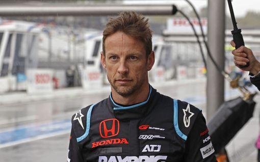 """Kartingkuljettaja sekosi totaalisesti ulosajon jälkeen – F1-mestari lataa täyslaidallisen: """"Elinikäinen kilpailukielto molemmille idiooteille"""""""