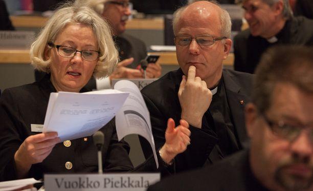 Vuokko Piekkala ja Kimmo Kääriäinen kirkolliskokouksessa Turun kristillisessä opistossa marraskuussa 2015.