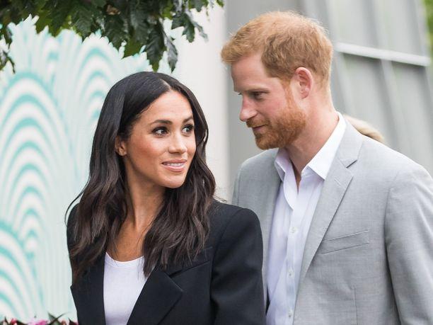 Prinssi Harry ja herttuatar Meghan säikähtivät ökykotinsa yllä pörräileviä droneja.