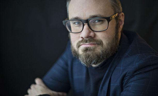 """Kuvan kuvaus: """"Niinistön Tali-Ihantala taas on mahdollisimman korkea gallup-tolppa ja toisen kierroksen välttäminen"""", Tuomas Enbuske kirjoittaa IL-blogissaan."""