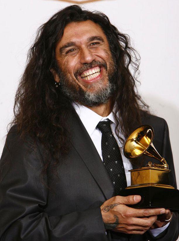 Äärimetalli ei ole USA:ssa järin suosittua, mutta helmikuussa Slayer onnistui nappaamaan toisen Grammyn peräjälkeen vuoden parhaasta metalliesityksestä. Kuvassa laulaja-basisti Tom Araya.