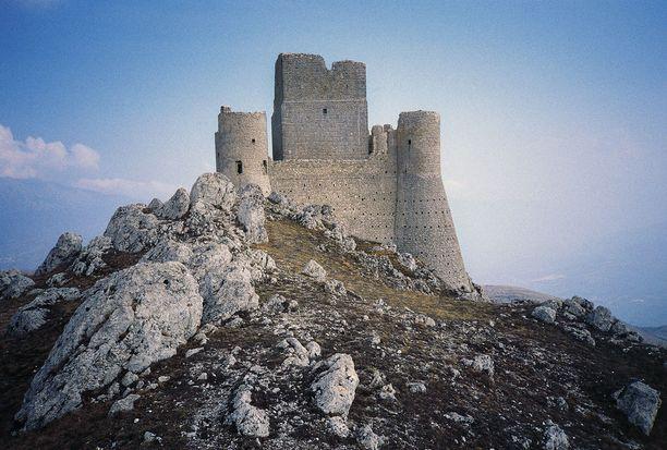 Tämä italialaislinna hylättiin, kun maanjäristys tuhosi sitä laajalti.