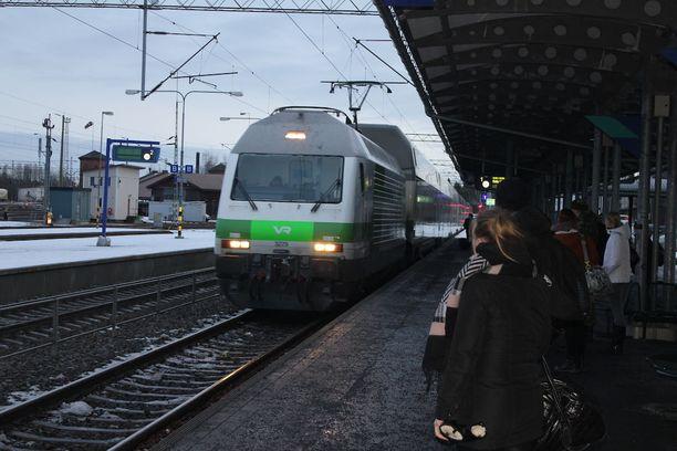 Viime yön myöstämymiset vaikuttavat pääsiäisen junaliikenteeseen torstaiaamuna. Arkistokuva.