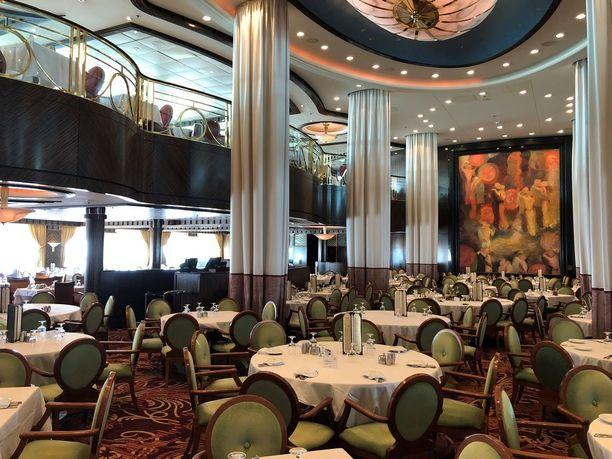 Buffetravintolan lisäksi laivassa on useita à la carte -ravintoloita.