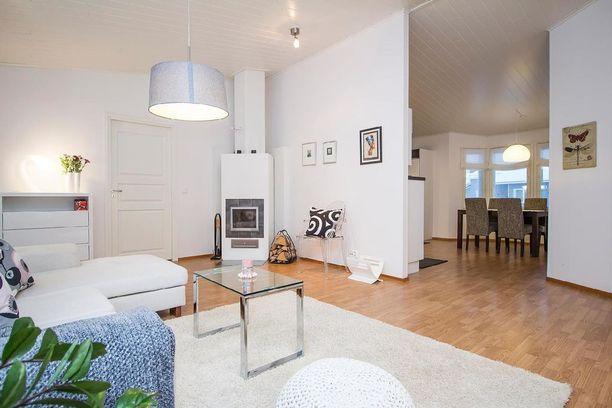 Talossa on neljä huonetta ja keittiö. Asunnon kokonaispinta-ala on 159 neliötä.