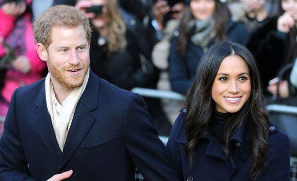 Juuri kihlautuneet prinssi Harry ja näyttelijä Meghan Markle ovat kertoneet rakastuneensa ensi silmäyksellä.