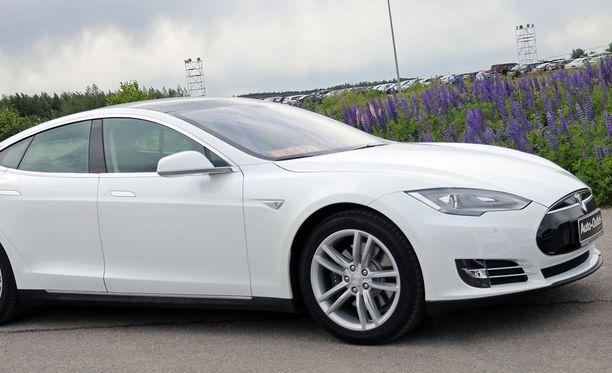 Yli satatuhatta euroa maksavan Teslan haltija saa valtiontukea melkein kansaneläkkeen verran.