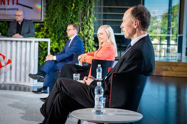 Accuscore ennustaa, että Jussi Halla-ahon PS nousisi vaalien kakkoseksi, Petteri Orpon kokoomus olisi ykkönen. Kuva Iltalehden vaalitentistä 2. kesäkuuta.