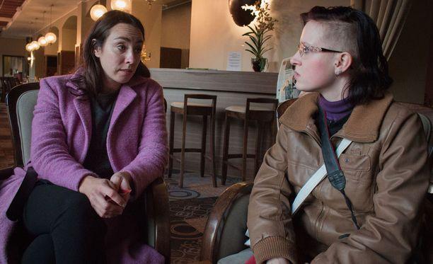 Anni Hautala kertoi Minjalle suru-uutiseen saatuaan kuulla siitä ensin itse tulkilta.
