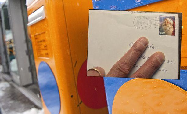 Jarmo sai postissa kirjeen, joka oli tehnyt matkaa kauan.