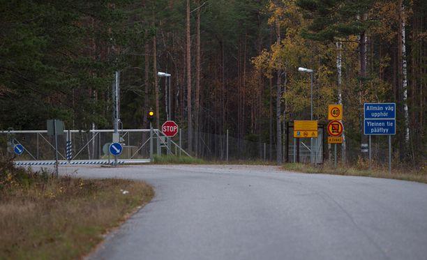 Puolustusvoimien varikko Skinnarvikissa Kemiössä. Ulkomaalaistahoille myyty kiinteistö sijaitsee varikon suoja-alueen välittömässä läheisyydessä.