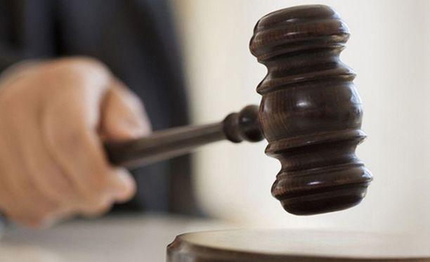 Tuomioistuin ei hyväksynyt naisen tekemää oikeushaastetta.