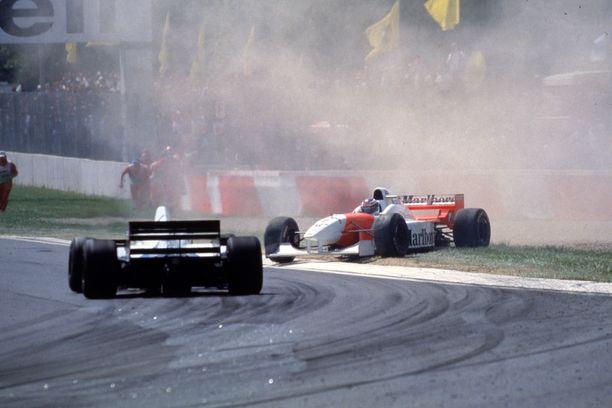 Virheestä rangaitsaan. Mika Häkkinen spinnasi San Marinon GP:ssä 1996.