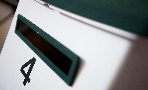 Huumeiden postitilauksista tuomitseminen vaatii muitakin todisteita kuin vastaanottajan nimen, KKO linjasi. Kuvituskuva.