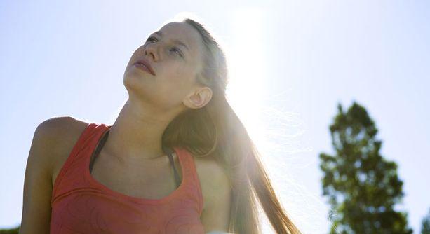 Kesällä aurinko takaa D-vitamiinin saannin Suomessakin, mutta muina vuodenaikoina se on turvattava muilla keinoilla.