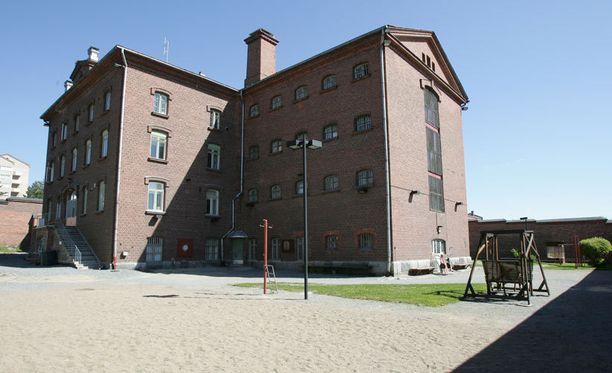 Vartijan kuulusteluissa ei käynyt ilmi, mistä hän oli huumaus- ja dopingaineet hankkinut. Kuvassa Kuopion vankila.
