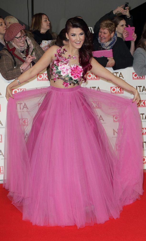 Saara esitteli prinsessamekkoaan tv-gaalassa Lontoossa tammikuussa.