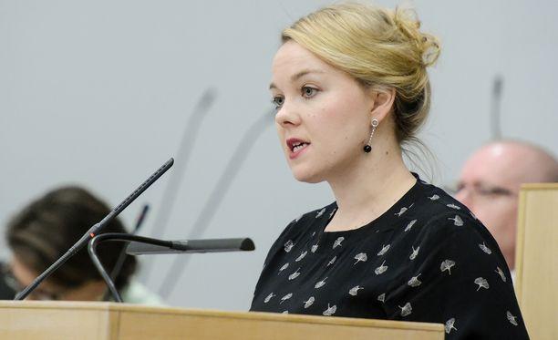 Varapuheenjohtaja Katri Kulmuni edustaa keskustaa Allianssin juhlaseminaarissa.