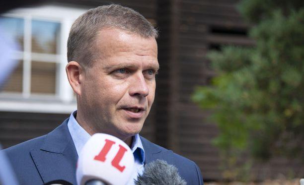 Kokoomuksen puheenjohtaja Petteri Orpo ei ole tyytyväinen SDP:n oppositiopuheisiin.