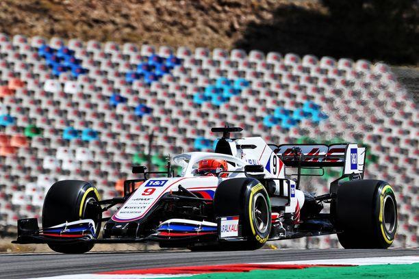 Nikita Mazepinin F1-ura on lähtenyt käyntiin ohdakkeisesti.