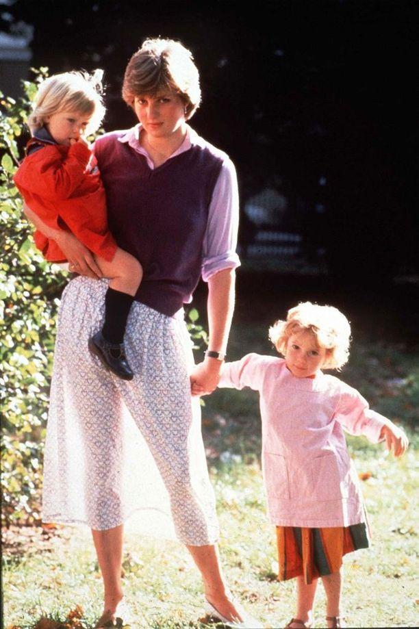 Kuva 19-vuotiaasta Dianasta läpikuultavassa midihameessa on jäänyt mieliin.