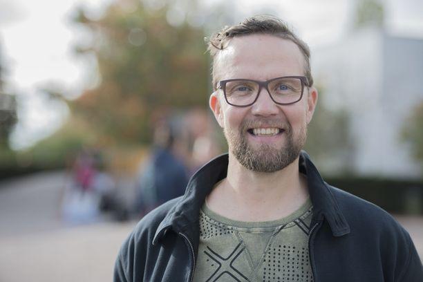 Studio Julmahuvi ja Isänmaan toivot kuuluvat Summasen tunnetuimpiin tv-töihin.