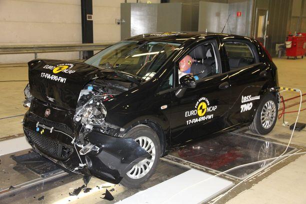 Muutamaan kertaan päivitetty Fiat Punto ei pärjännyt enää uusimmissa törmäystesteissä.