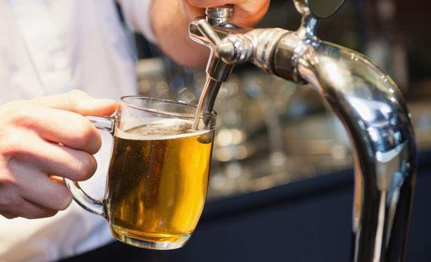 Monet ravintolat ovat mainostaneet oluesta happy hour -hintoja vuodenvaihteen jälkeen.