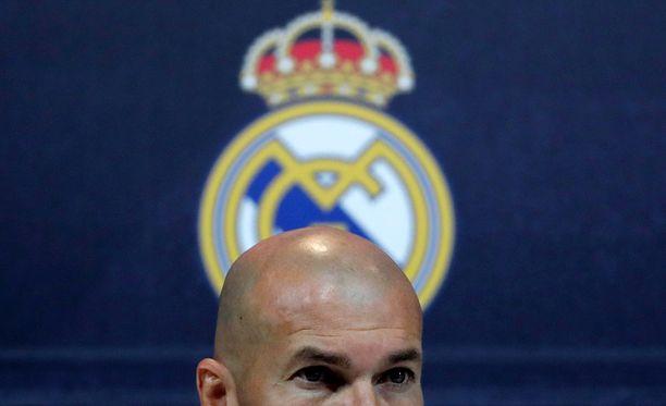 Zinedine Zidane on kovan paineen alla.