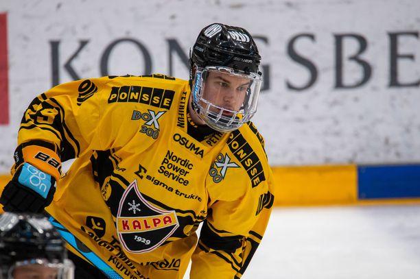 Henri Knuutinen joutuu olemaan kolme seuraavaa ottelua sivussa.