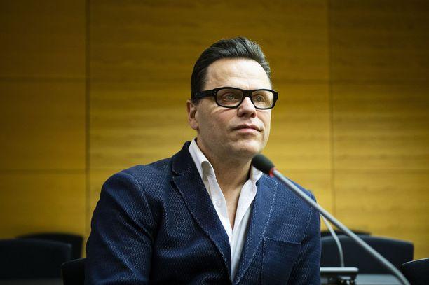 Teuvo Loman on 58-vuotias paljon julkisuudessa esillä ollut stylisti.