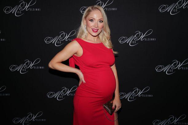 Janna-Juulia Vuorela on nyt pienen tyttären äiti.
