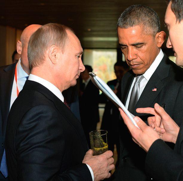 Putin tapasi Obaman ohimennen APEC-huippukokouksessa Kiinassa.