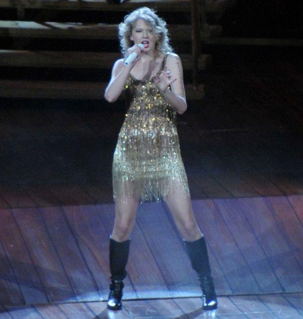 Taylor Swiftin, 21, suosiolle ei näy loppua.
