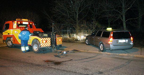 Mies puukotti taksinkuljettajaa Helsingin Katajanokalla lauantai-iltana.