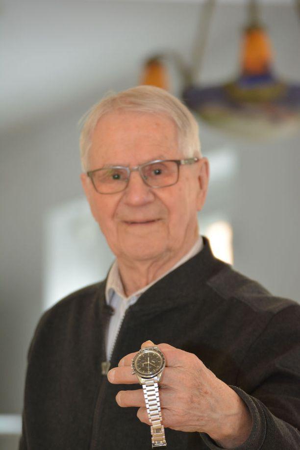 Martti Mäkisen Wartburgin taakse jäi vuoden 1959 ST-ajoissa edellisvuoden mestari Pauli Toivonen, jolle kuukellonakin tunnetun Omega Speedmasterin oletettiin menevän.