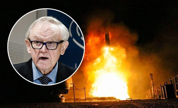 Yhdysvaltain, Britannian ja Ranskan kostoisku kemiallisista aseista oli jälleen uusi käänne Syyrian sekavassa sisällissodassa. Presidentti Martti Ahtisaari pitää tilannetta hälyttävänä erityisesti siksi, että se olisi vältettävissä.