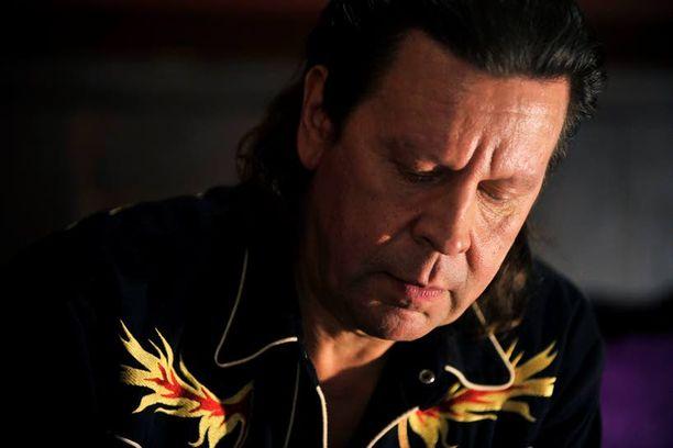 Pate Mustajärvi on kamppaillut alkoholisminsa kanssa vuosikymmeniä. Nyt korkki on ollut kiinni kolme vuotta.