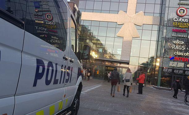 Poliisi pääsi rikosepäilyn jäljille hälytyksen saatuaan.