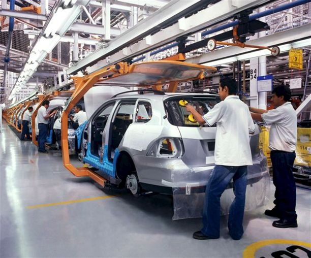 Uuden sopimuksen mukaan yhä suurempi osa autoista ja autojen osista täytyy tehdä paikoissa, joissa työntekijöille maksetaan vähintään 16 dollaria tunnilta. Se siirtää työtä Meksikosta Yhdysvaltoihin ja Kanadaan.