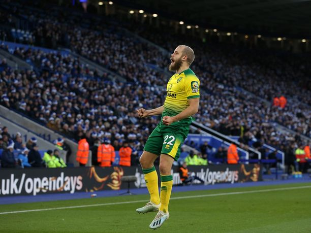 Teemu Pukki tuulettaa 1–0-maaliaan Leicesterin verkkoon lauantaina.